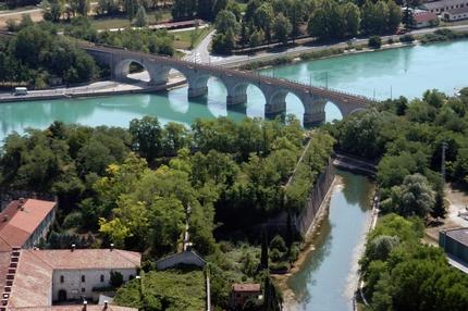 Informazioni sulla città ed elenco di B&B, agriturismo, appartamenti, camping e hotel di Peschiera del Garda